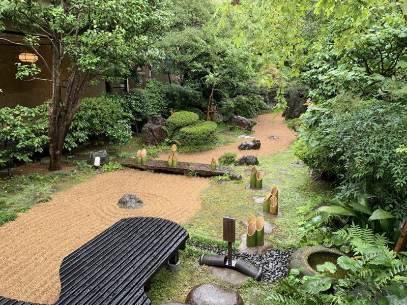 さやの湯の日本庭園