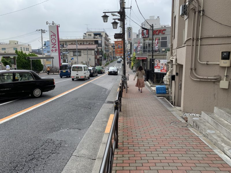 イオン前の通り
